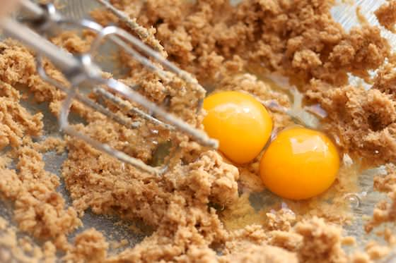 Creaming eggs and sugar