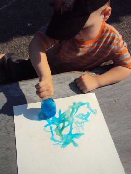 Painting with Coloured Ice – A Vibrant Outdoor Art Activity for Kids