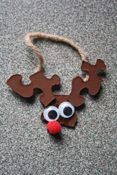Easy Christmas Crafts for kids. - puzzle reindeer ornament
