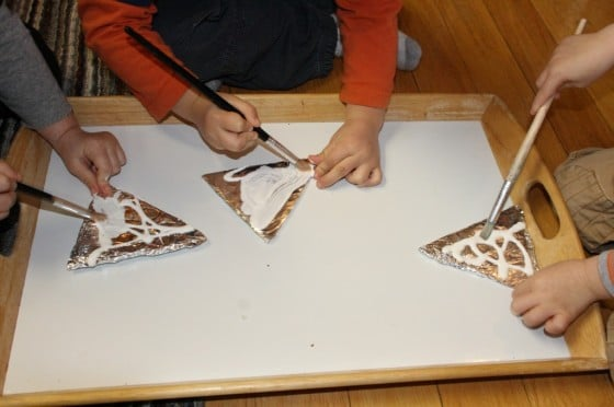 children coating tin foil with mod-lodge