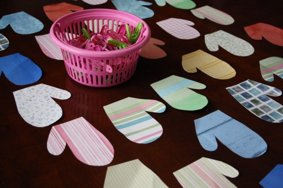 Mitten Matching Game with Clothespins – Fine Motor Fun for Toddlers