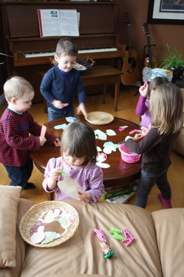 toddlers and preschoolers playing a homemade matching game