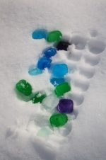Coloured Ice Cubes in the Snow – Outdoor Winter Activity for Preschoolers