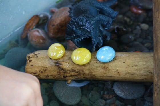 examples of materials in dinosaur activity bin