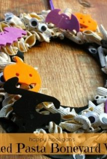 Boneyard Halloween Wreath for Toddlers and Preschoolers to Make
