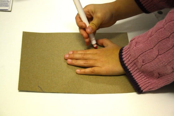 tracing hand for felt handprint mitten ornament