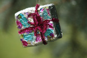foil wrapped ornaments - pipe cleaner bow