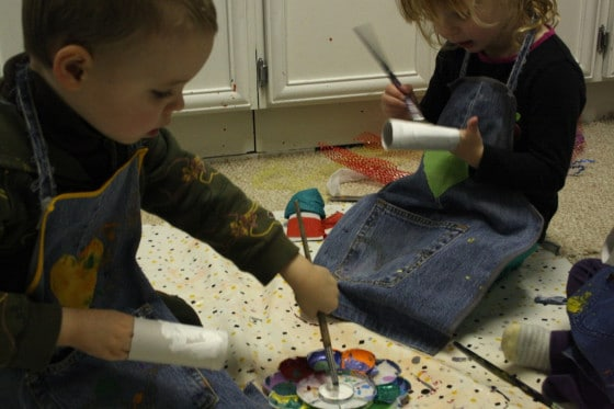 painting the toilet roll tissue paper snowmen