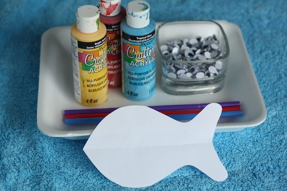 paper fish template, paint, drinking straws, googly eyes on styrofoam produce tray