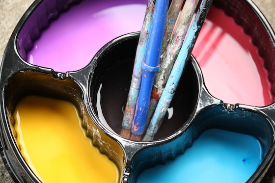How to make coloured sidewalk paint