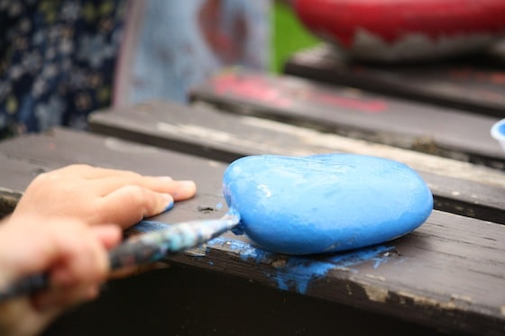 painting a rock blue