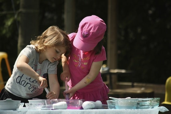 preschoolers working together to melt ice