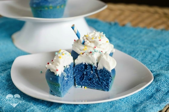 blue-velvet-cupcakes-3