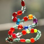 Easy bead and pipe cleaner ornament for toddlers and preschoolers
