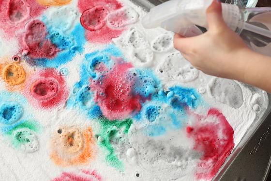 Fizzing Colours! A Baking Soda and Vinegar Experiment for Kids