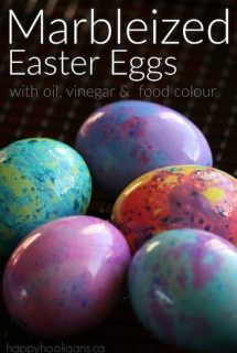 Marbleized Easter Eggs with vinegar, oil and food colouring.
