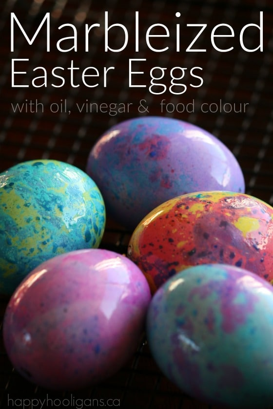 How to make marbleized easter eggs happy hooligans marbleized easter eggs with vinegar oil and food colouring a stunning effect for homemade forumfinder
