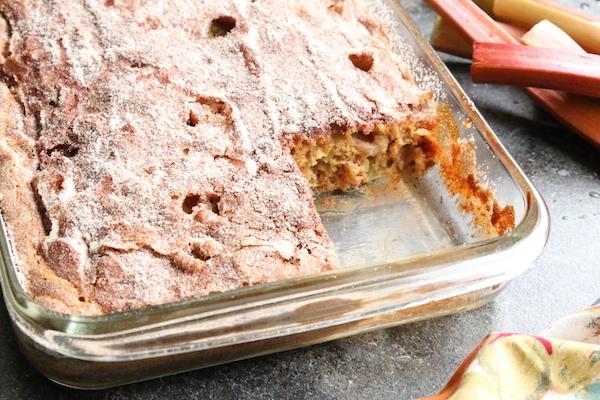 easy rhubarb cake sugar-cinnamon topping