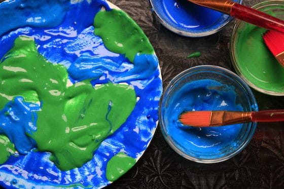 Painting Earth on paper plate with puffy paints