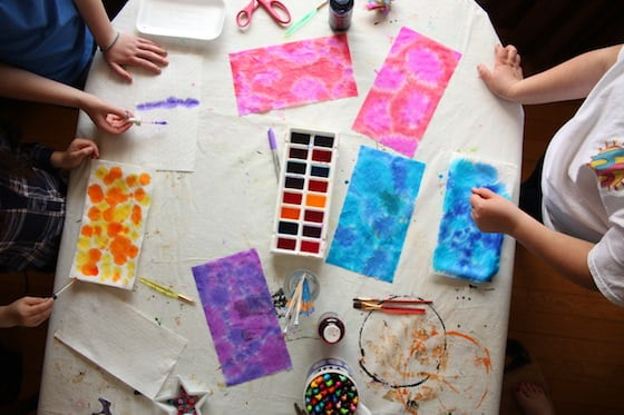 kids dyeing paper towels with liquid watercolour paints