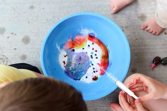 baking soda and vinegar experiment in action