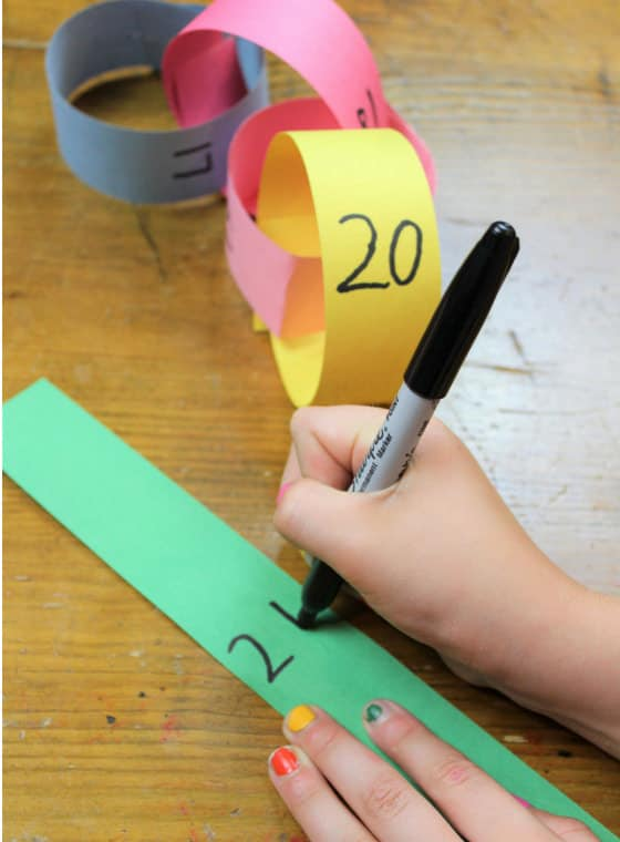 writing numbers on links of paper chain
