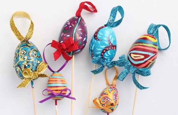 6 decorative eggs painted by kids for Tree ornaments
