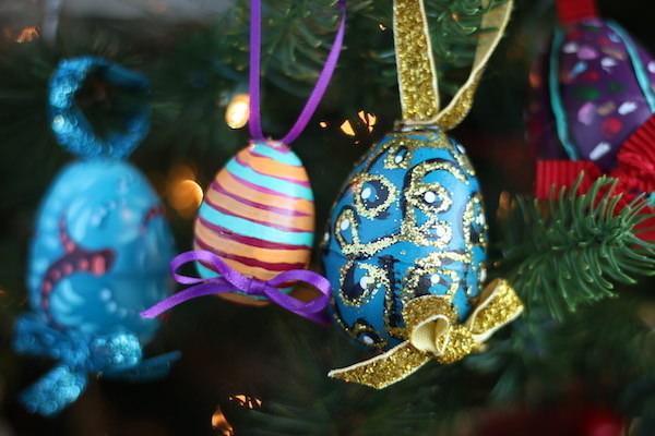 4 painted eggs on Christmas tree