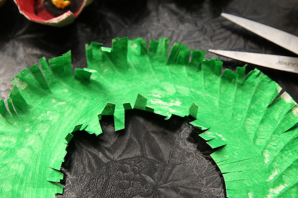 paper plate fringed edge